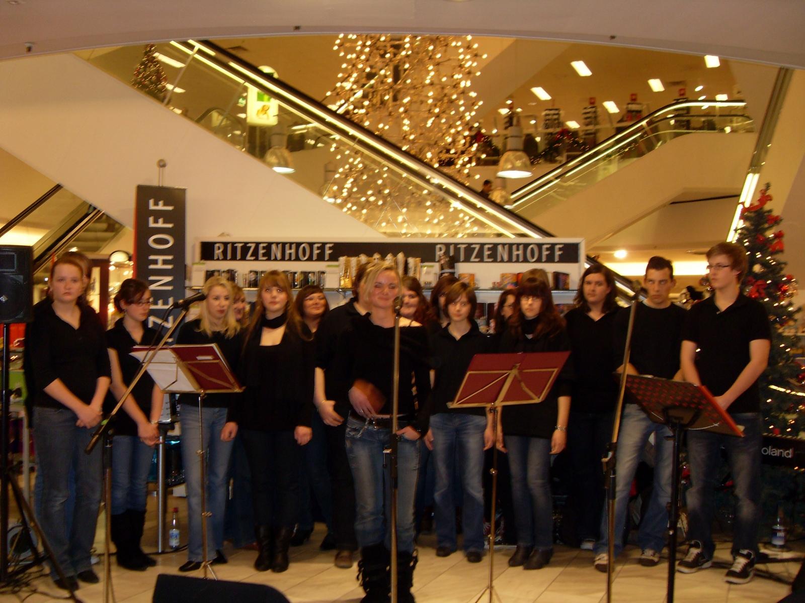 Jugendchor 2012 Auftritt bei Dodenhof